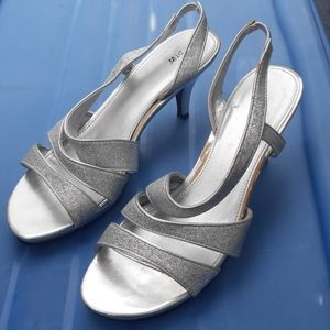 💥2/$15💥Silver sparkly womans size 9 heels
